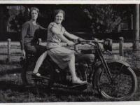 Feest op motor Riemke Hofman 1939