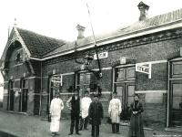 station-met-mensen-er-voor