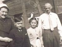 tryntsjebuorren-nr-3-1960-jentsje-en-tjal-met-kleinkinderen