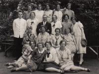 meisjesvereniging 1927 achter rechts Trijntje Tippersma